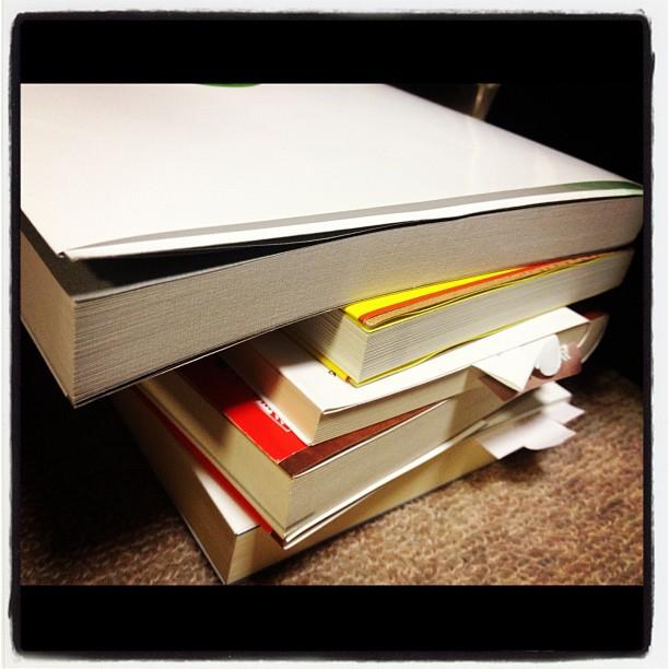 books休み中に読もうと思っていた本は二日目にして ほとんど読んでしまった(^^)新たな本を物色中!こうして アッという間に本が増えていくのです^^;