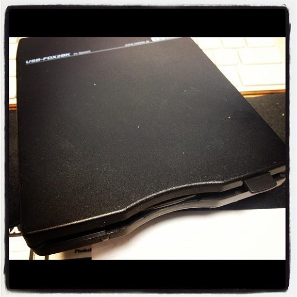 floppy diskいまさらですが 大量のフロッピーと格闘している^^; 懐かしい音がする(^^)