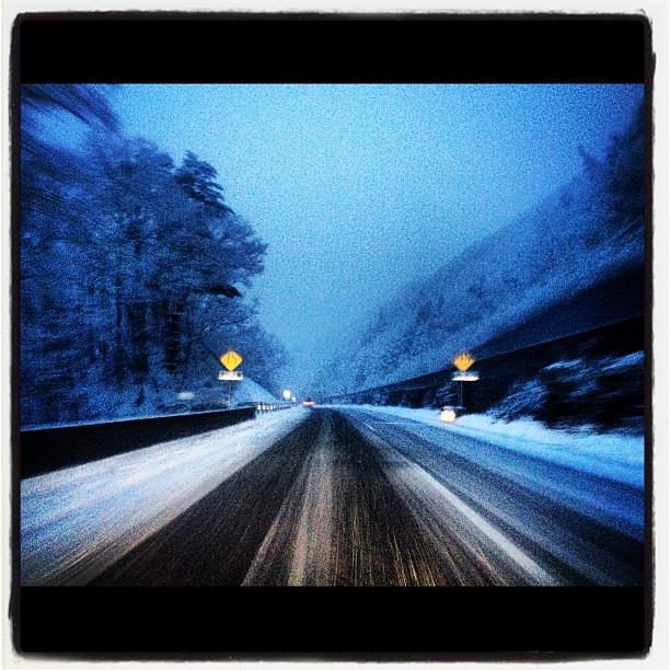 中央道 だんだん雪が!
