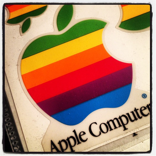 Apple 荷物を整理していたら 昔のロゴシールが出てきた(^^)