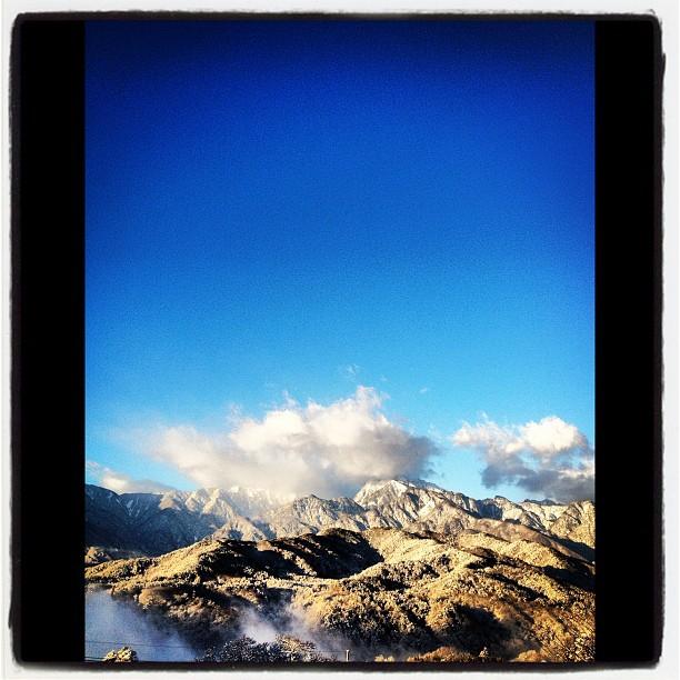 Snow昨晩から雪がちらつきはじめ 朝起きたら いちめん真白の銀世界になっていました(^^)