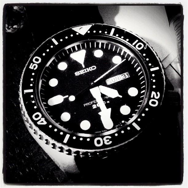 watchnagasaka*baseに腕時計を忘れてきた。abbeyに舐められ 囓られるのではずしていたら そのまま(^_^;) こいつは もう四半世紀の付き合い。部品がなく こんど具合が悪くなったら…(^_^;)
