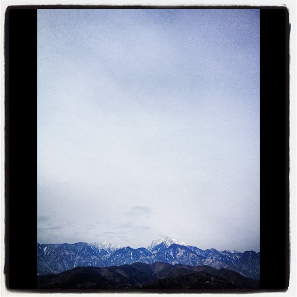 freezing temperature今朝も氷点下。迂闊に外に出ると 体がびっくり(^^)…一気に目が覚める。