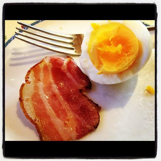 a piece of bacon下北沢•鎌倉通りのMIYATAYAさんで買ってきたベーコン、ソーセージで朝ごはん。