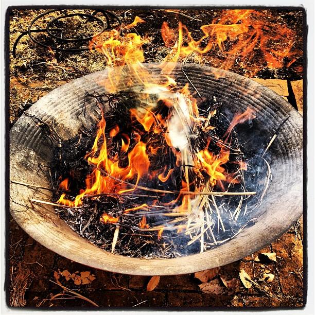 bonfire冬の間に刈ったススキやらを ファイヤーベースで一気に(^^)