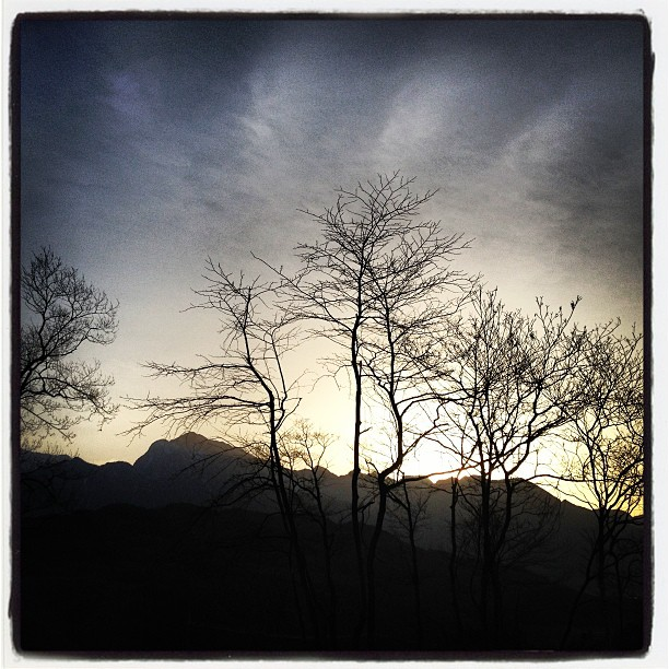 小屋の窓からは きっとこんな感じに見える予定今日の夕陽は綺麗だな(^^)