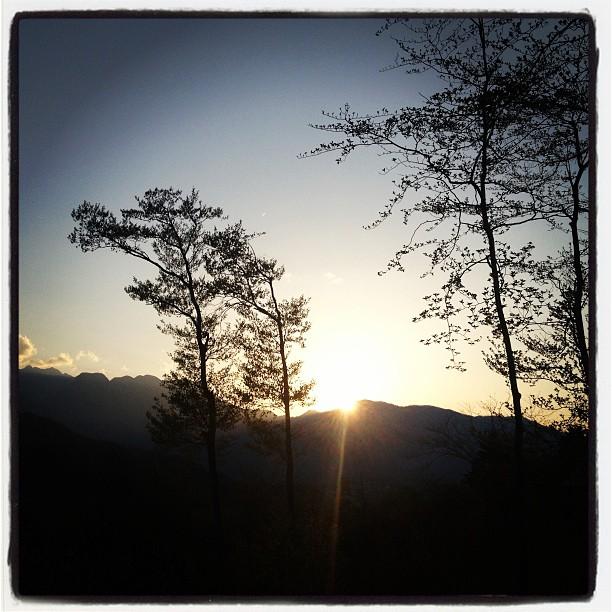 to-fall一日いい天気でした。南アルプスに沈む夕陽が綺麗だった(^^) 今日は 日の出を見て 夕陽を見送った一日。nagasaka*baseの建築届けをお願いしていた建築士さんと打合せ。その後も工事の打合せ(^^) そして さらにその先の打合せ!まだ現実ではないので 夢と話しが広がる楽しい打合せ!明日も続きます(^^)