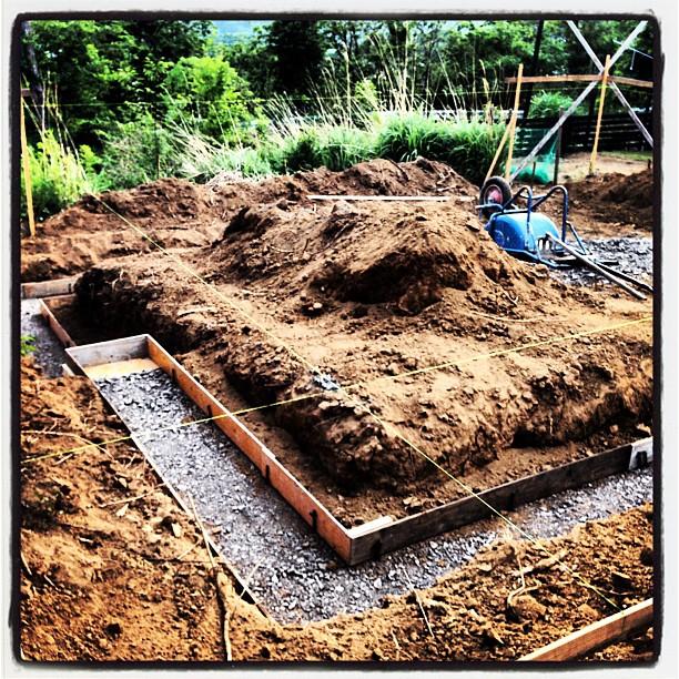 foundation construction基礎の型枠が入り始めたようです。この後 鉄筋が組まれていきます。