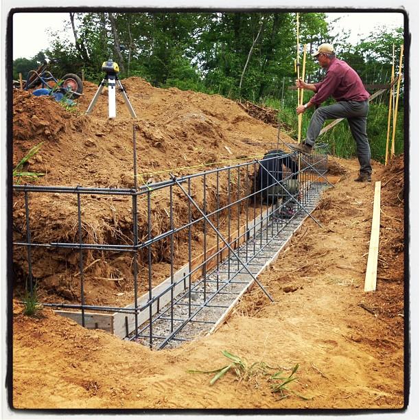 foundation construction今日のnagasaka*baseでは コンクリの流し込み作業の前に レーザーでの水平出しが(^^)