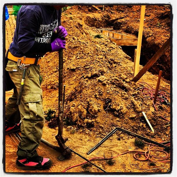 foundation constructionnagasaka*baseでは 今日も基礎工事進行中!職人さんが鉄筋を次々と組んでいます(^^)