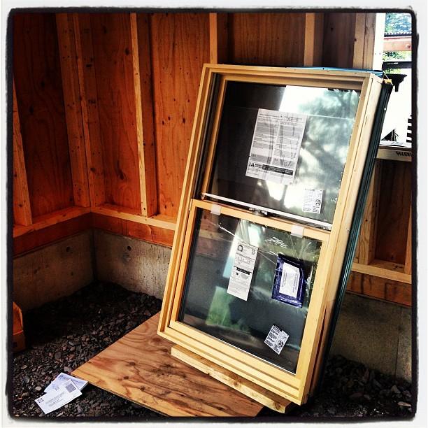 be building 窓も到着(^^) 木製のペアガラス•上げ下げ式サッシ。これを取付けたら外壁貼りはじめられます(^^)