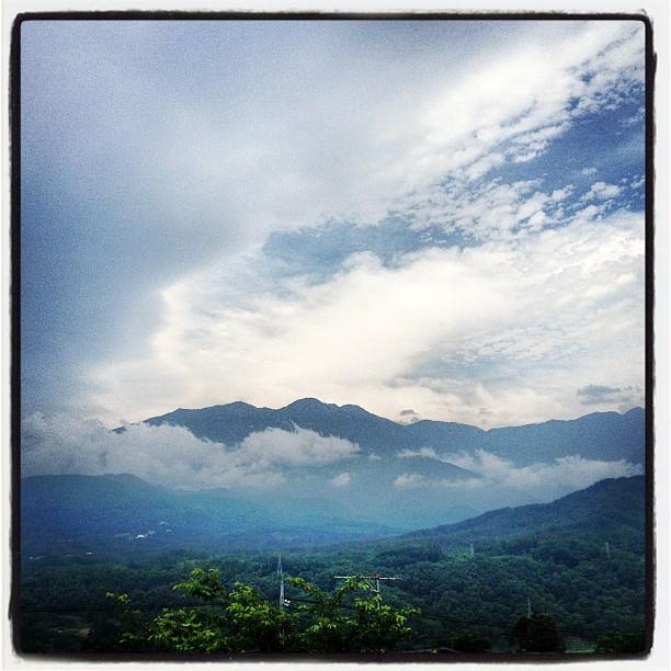 row of mountains 雲の多い朝の南アルプス(^^)