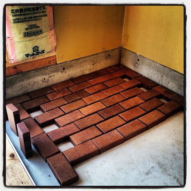 baked-mud 明日からはストーブを設置するための台の製作も開始の予定(^^)