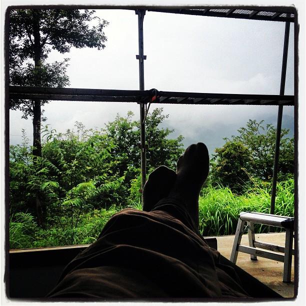 sign of rain 雨が降っているので 外の作業は出来ないので室内作業(^^)……ではなく もっぱら昼寝^^;キャンプ用の簡易ベットを持ち込んだので 昼寝も快適!