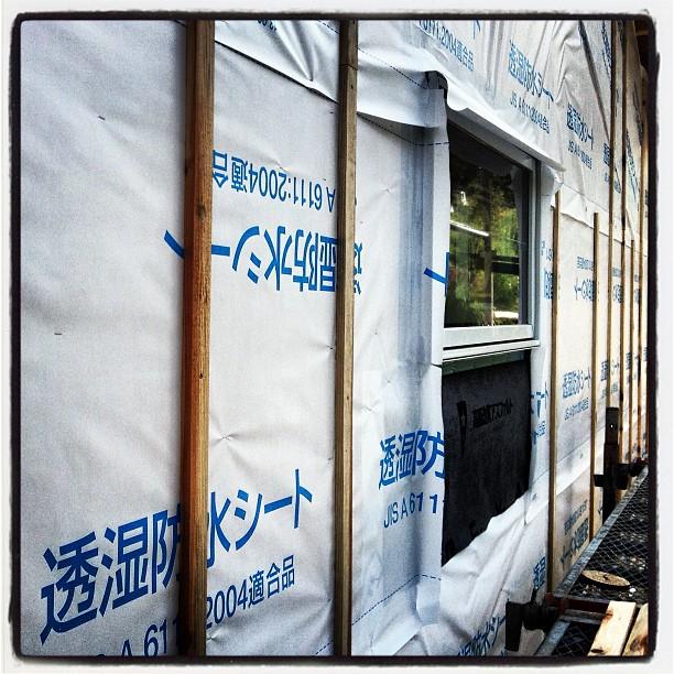 furring strips 北側の外壁から胴縁を施行中(^^) 外壁に空気の流れる道を作ってあげる作業。これでやっと明日から 外壁を貼り出せる(^^)