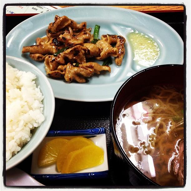 motsu yaki もつ焼きの良い翻訳がわからなかった^^; 夜は、もつ焼き定食 ミニラーメン付き(^^) その後 筋肉痛を癒やすために温泉へ!