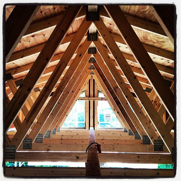 construction 屋根を支える梁の構造が綺麗(^^)