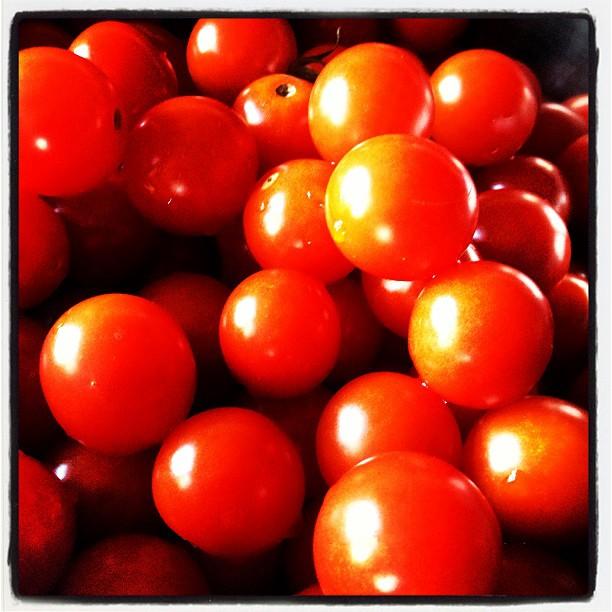 tomato 今回もミニトマトが大量に^^ 半分はドライトマトへと 加工中。