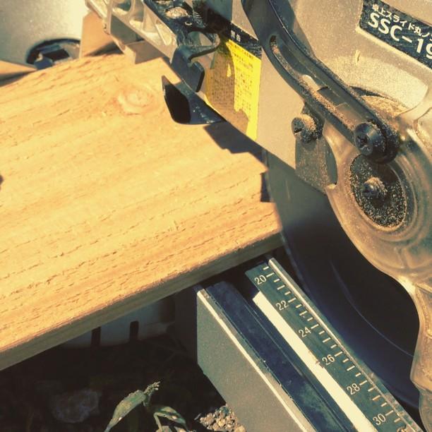 saw スライド式の電ノコ(^^)外壁材の加工が楽で助かる!これでエアー式の工具があれば完璧なんだけれど…(^^)