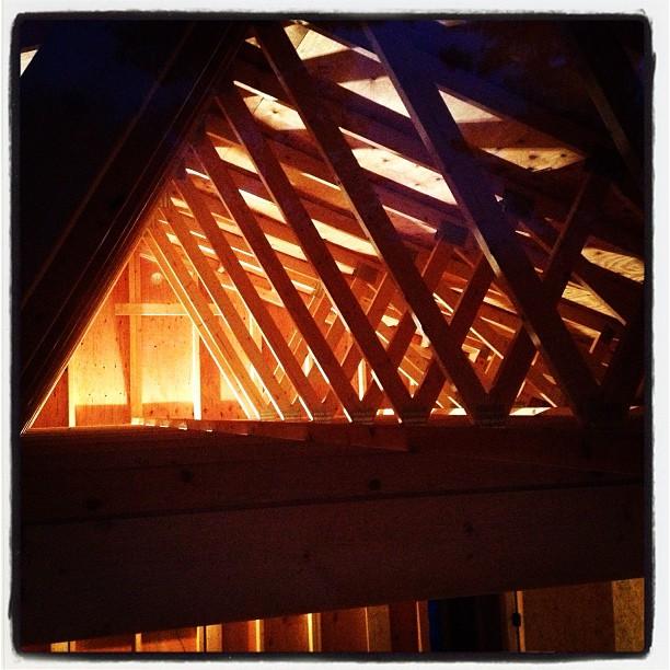 construction 明かりを灯しての作業。屋根裏の構造が灯りに照らされいい感じ(^^)