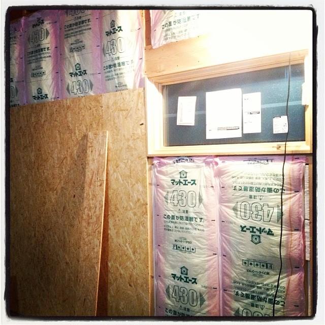 wall 作業はとりあえずは 内装に移行(^^)断熱材を入れ 壁の下地用のボード貼りへ。