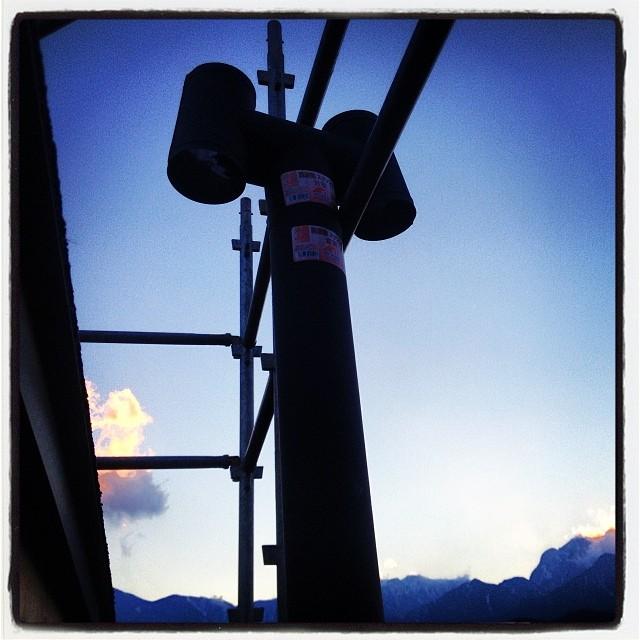 build a chimney 煙突設置のイメージトレーニング中(^^) 陽が沈むと 空気が一気に冷たくなる(^^;;