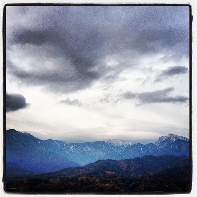 good mo !低気圧の影響か 雲の多い 今にも降り出しそうな朝です(^^)