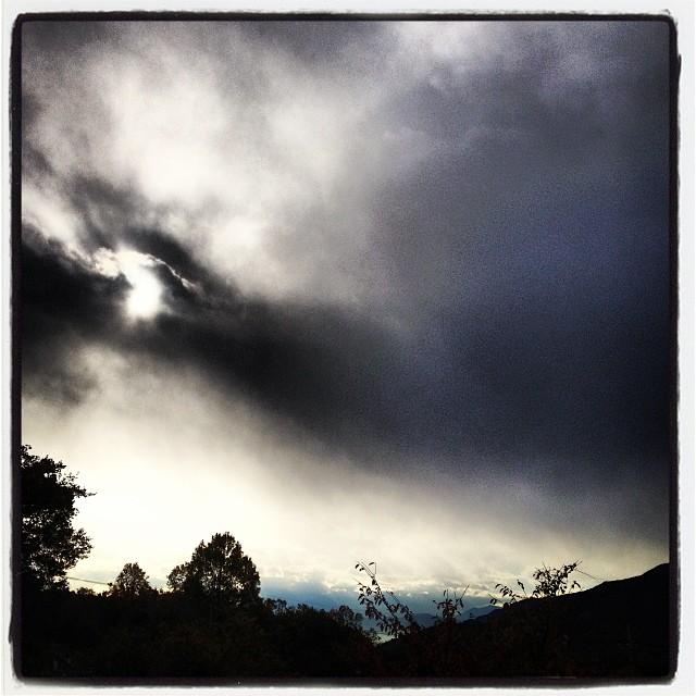 snow cloud お山の方は雲に覆われています(^ ^)標高の高いところでは多分 雪が降っているでしょう(^^;;