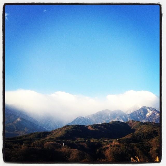 snow cloud nagasaka*baseから見える甲斐駒ヶ岳。今朝は山頂付近に雪雲^^; そして今朝もしっかり寒い^^;