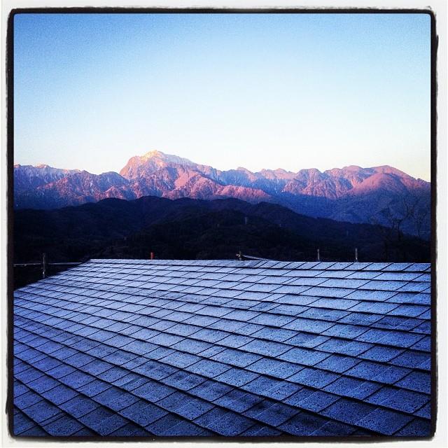 freeze nagasaka*base 今朝は氷点下(^^;小屋の屋根も真っ白でした!