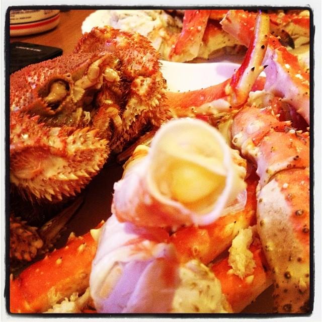 crabe in silence 大晦日 無言でひたすら 蟹を喰う2013年 最初で最後の一句でした(^ ^) また来年も カニを喰う(^ ^)