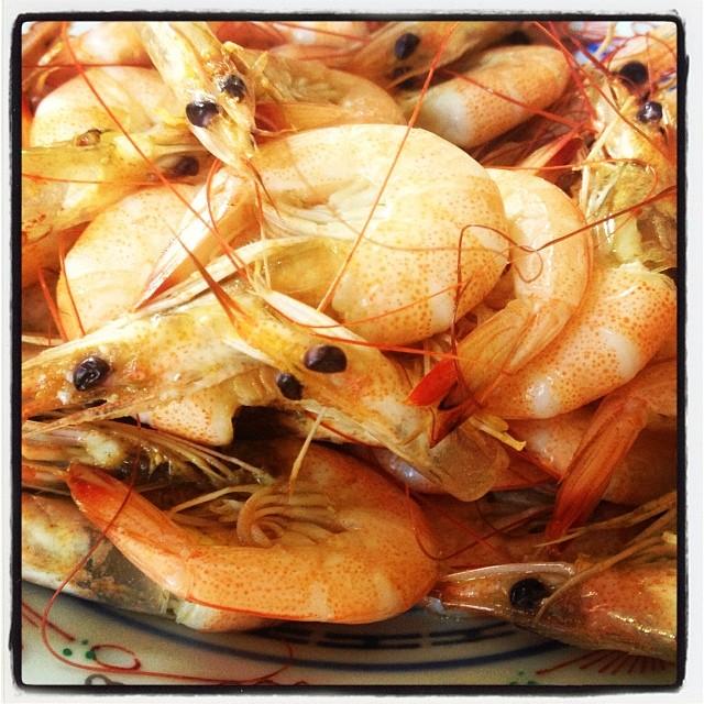 shrimp 前菜に 芝海老。塩•胡椒•一味•檸檬ダレで 美味しくいただきました(^^) 頭外して チュっと吸って殻をツルっと剥いて!シンプルで美味しい(^^)