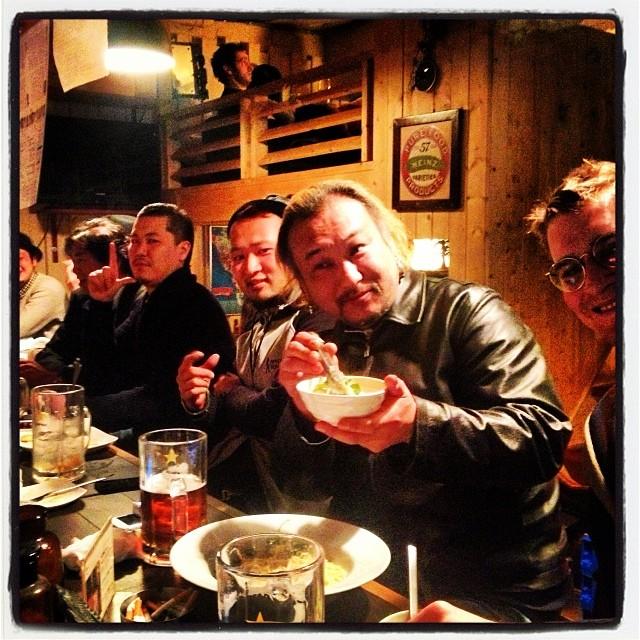 stag dinner hishimoのカウンターを占領するオトコ達^^;カウンターが全員というのは珍しいので 記念の一枚!
