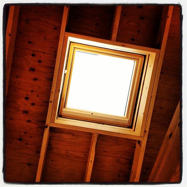 top light 木工したり 断熱材と格闘している間に 天窓が取り付けられていた^ ^プロの仕事ははやい…^^;