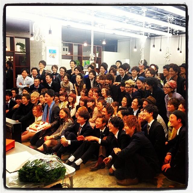 fresh recruit 今週月曜日は いつもお世話になっている LIPPSさんの入社式へケータリングをさせていただきました^^スタッフと新入社員総勢100名近い記念写真は壮観でした^^