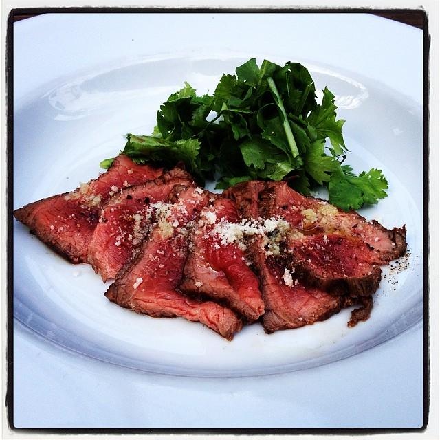 lightly-roasted beef 和牛もも肉のたたき黒板メニューデスですので おはやめに^^