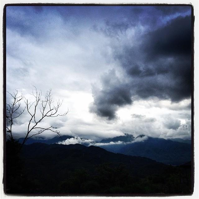 dark 梅雨入りしたからといっても雨ばかり^^;はじめて一度も南アルプスを 甲斐駒ヶ岳を望むことなく過ごす^^; 若干蒸し暑いが 作業するには丁度いい^^