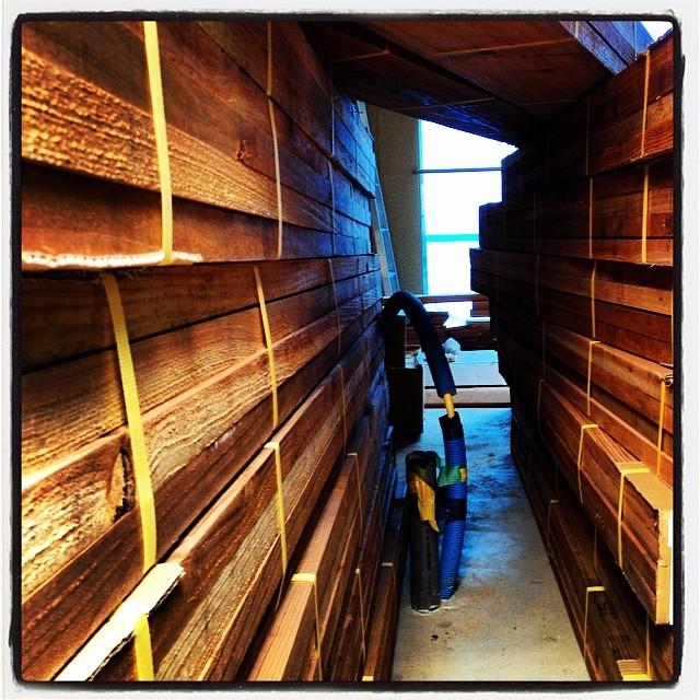 scaffold board 床を貼るための木が届きました^^ 足場板をそのまま床材として施工予定^^ ••取り敢えず 積み上げたら中に入れなくなりました^^;