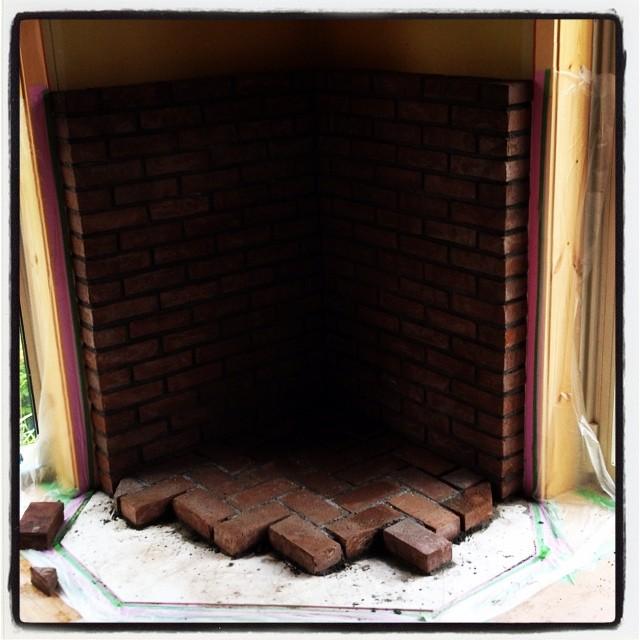 baked-mud 炉台のレンガもいい感じに積み上がりつつあります^^