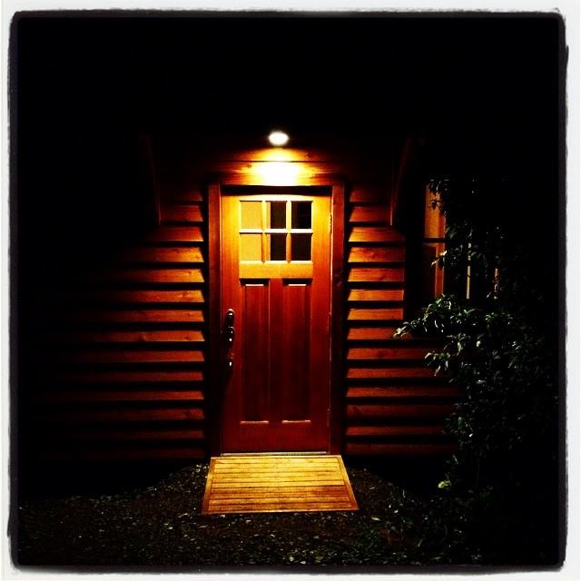 porte-cochere nagasaka*base 母屋の玄関^^夜 ライトに照らされていいかんじに^^
