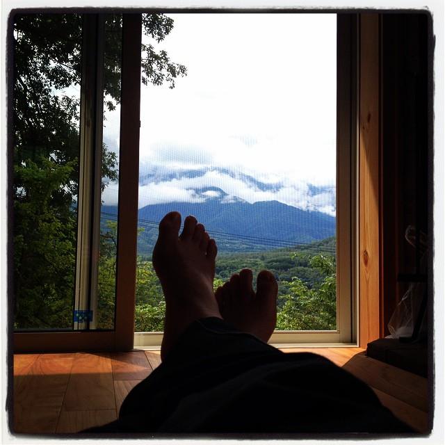 mountain view 寝足りなくてまったりとしたnagasaka*baseでの午前中^^ 残念ながら お山は厚い雲のなか^^;