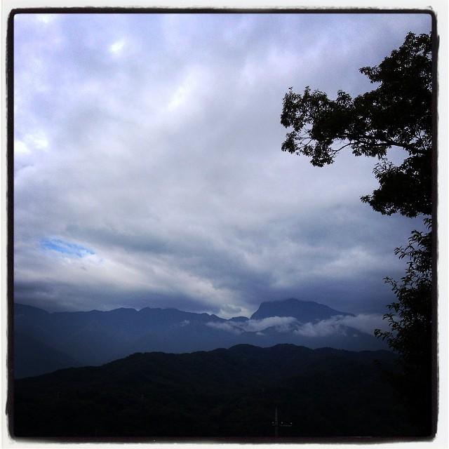 mornin'すこし天気は下り坂^^;雲の多い朝です。楽しい週末でした^^トングを持ち続けた少しの筋肉痛と 首の左側だけの日焼けが痛い^^