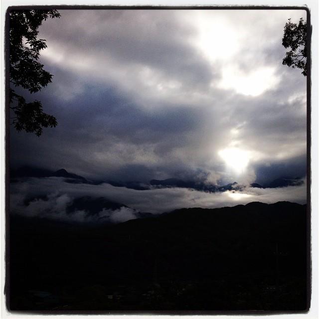 limelight 雨上がりに雲間を縫ってスポットライトが^^ このまま雨が上がればいいのだけれど^^