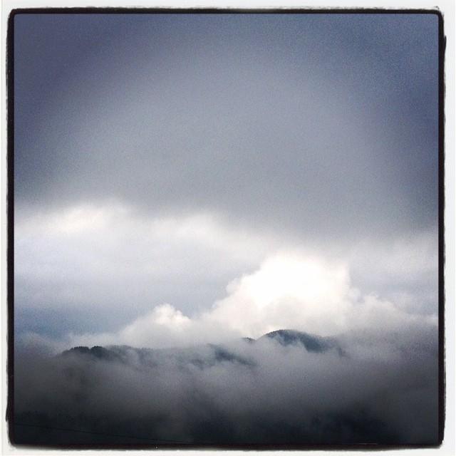 monochrome いまにも また雨が降り出しそうなソラ^^; 色のない朝です^^;