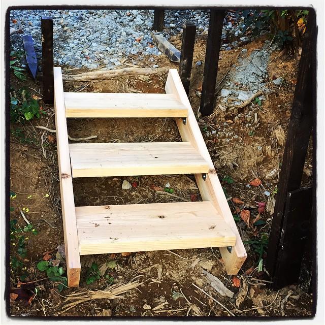 footstep ちょっとした段差が気になったので 足場板を使って階段を作ってみた^^ わずか3段だけど あるとないとではね^^