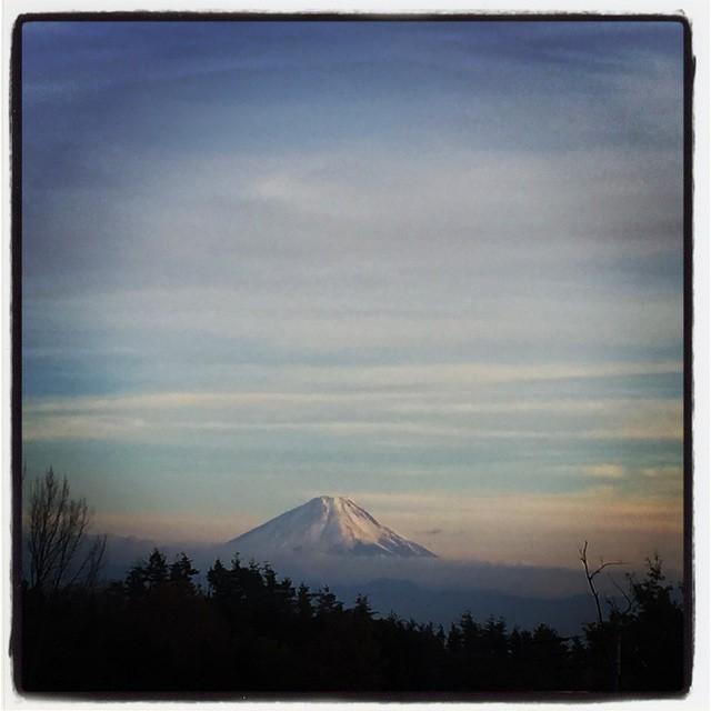 mt fujisanここしばらく雪のなかった富士山 今日は綺麗に白くなっていました^^