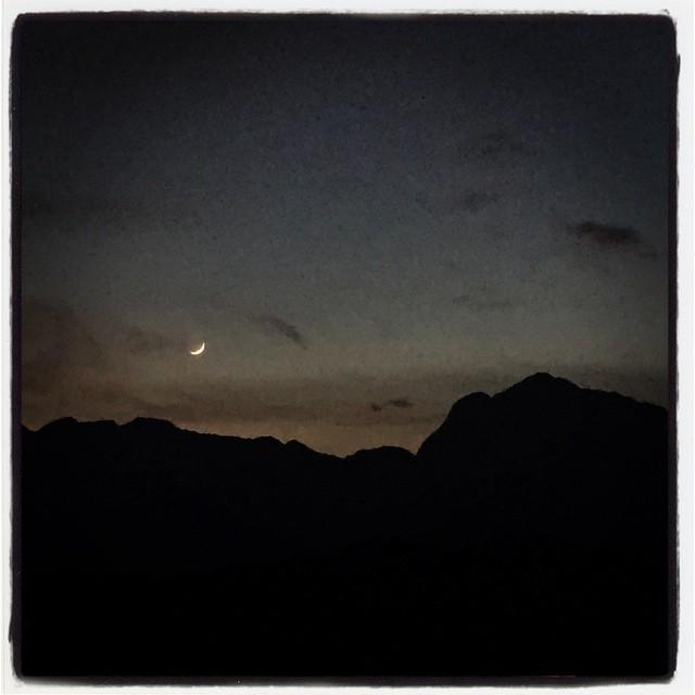 moon アルプスの稜線に月が沈もうとしています^^
