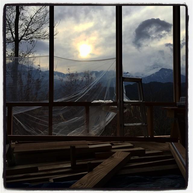 joiner's work 窓枠がほぼ完成し 次は左右のドア部分に取り掛かる^^