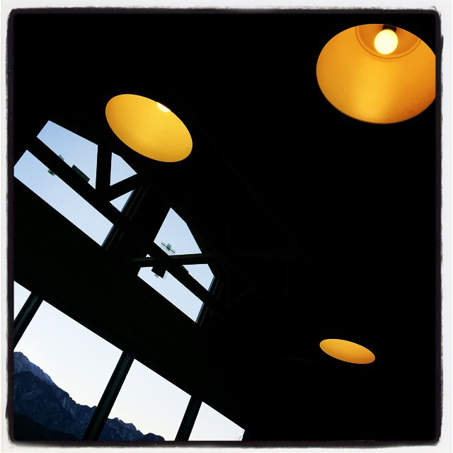 hit a light ついにmountain*mountainにちゃんとした照明が点灯しました^^ これで開口部ののガラスが入れば内装作業が捗りそうな気がします^^ ストーブ使えるしね^^