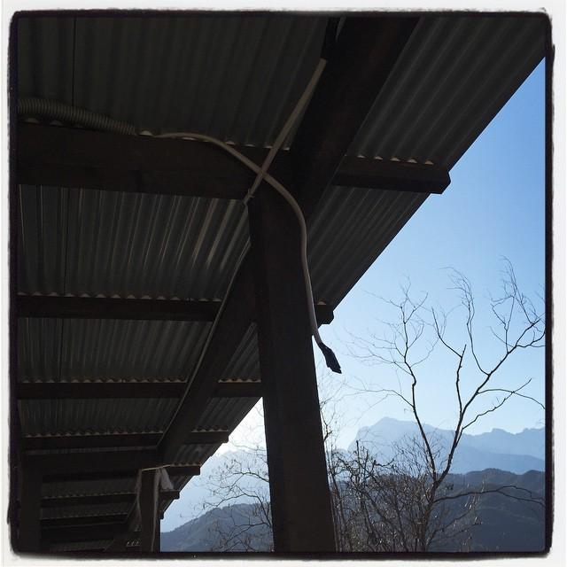 distributing cable 薪棚ベンチへの電気配線工事^^ mountain*mountainより 電気を引っ張るために 必要な配線を張り巡らせた^^